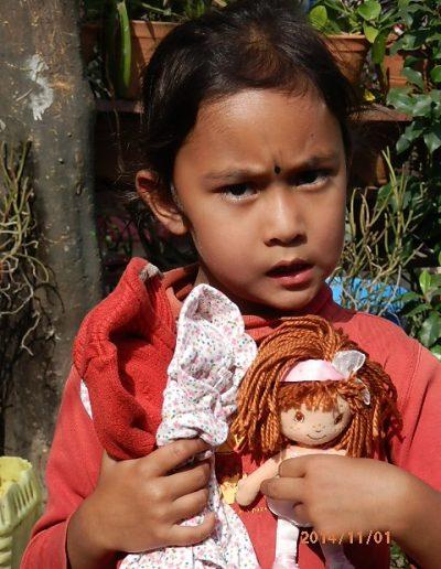 Sampada et sa poupée