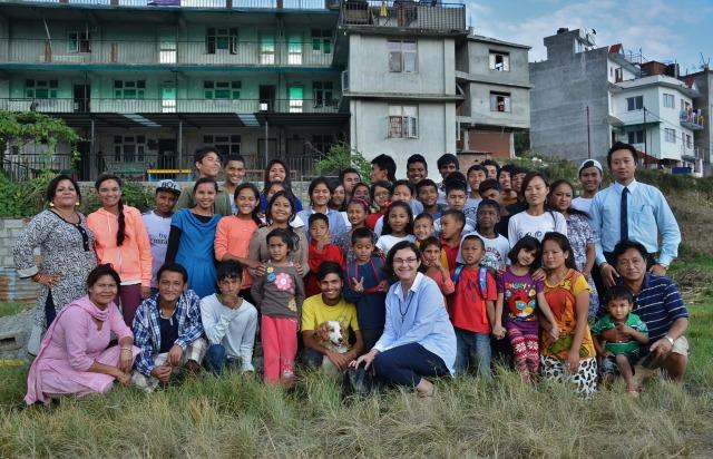 Photo de groupe devant l'orphelinat