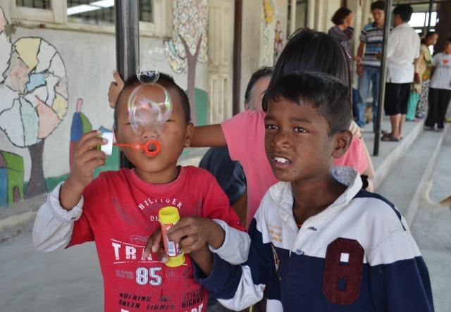 Oh les belles bulles: Bishal et Ram